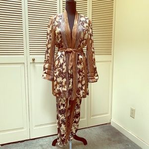 Fold and cream floral kimono set